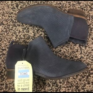 Gray boots Toms size 9 NWT!!